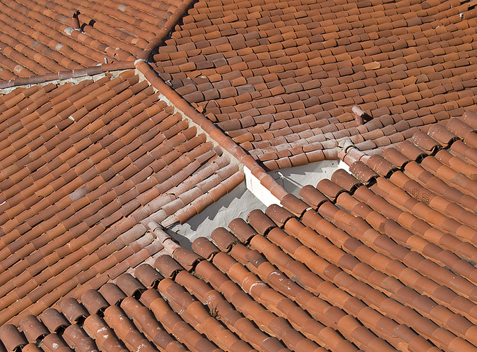 Why has there been a shift to using lead free products on roofs?